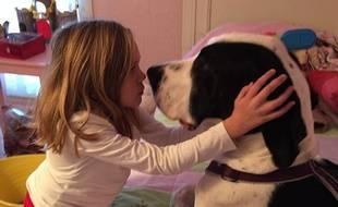 Bella et George, son compagnon, ont une page dédiée sur Facebook.