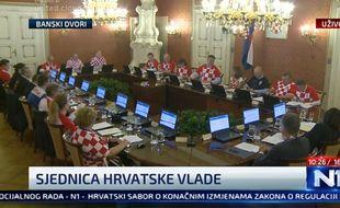 Un conseil des ministres un peu particulier en Croatie.