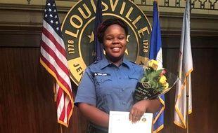 Breonna Taylor lors d'une remise de récompense à Louisville, où elle était ambulancière.