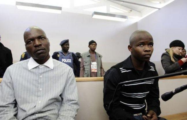 Un tribunal a reconnu mardi un ouvrier agricole coupable du meurtre d'Eugene Terre'Blanche, chantre de la suprématie blanche en Afrique du Sud, disculpant son co-accusé et jugeant que son assassinat à coups de gourdin et de machette n'avait pas eu de motif politique.