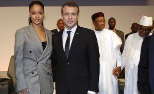 La chanteuse Rihanna et le président français Emmanuel Macron, le 2 février 2018 au Sénégal.