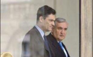 Le bureau politique de l'UMP devait approuver lors d'une réunion lundi soir le principe d'une nouvelle direction collégiale menée par Patrick Devedjian et Jean-Pierre Raffarin, après des semaines de rivalités internes nées de l'élection de Nicolas Sarkozy à l'Elysée.