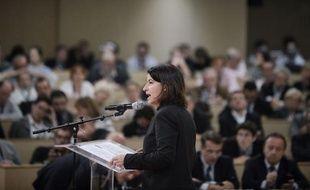 """La ministre du Logement Cécile Duflot a présenté jeudi son """"plan d'urgence"""" pour loger les sans-abri à l'approche de l'hiver, sans satisfaire les associations qui ont dénoncé """"un manque de crédibilité budgétaire"""" au moment où les demandes d'hébergement explosent."""