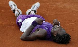 Le tennisman français, Gaël Monfils, lors de sa victoire contre David Ferrer à Roland-Garros, le 30 mai 2011.