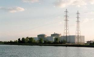 La centrale nucléaire de Fessenheim et le Grand Canal d'Alsace.
