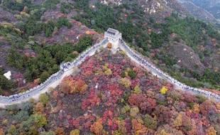 Selon les sources, la muraille de Chine accueille chaque année de 10 à 16 millions de visiteurs.