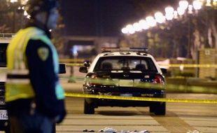 """Un homme brièvement pourchassé par les autorités en Californie, après avoir attaqué plusieurs automobilistes sur sa route selon la méthode du """"car-jacking"""", a tué trois personnes avant de se donner la mort, a indiqué la police mardi lors d'une conférence de presse."""
