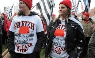 Deux Bonnets rouges lors de la manifestation du 30 novembre 2013 à Carhaix.