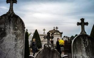 Photo d'illustration d'un cimetière, à Lyon, en 2013.