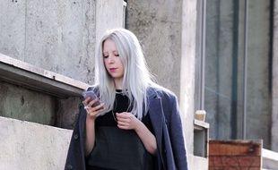 Les Femmes Aux Cheveux Blancs La Nouvelle Tendance Qui Dezingue Les