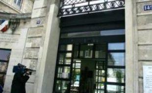 Deux frères siamois âgés de huit mois, Imahagaga et Imahalatsa, ont été séparés mercredi matin à Paris par l?équipe du Professeur Yann Révillon, chef du service de chirurgie viscérale de l?hôpital Necker-Enfants Malades, a annoncé jeudi l'Assistance Publique-Hôpitaux de Paris.