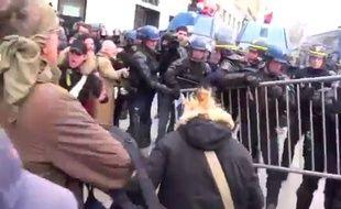 Zapping:  Heurts, débordements, et gaz lacrymogènes à la «manif pour tous»