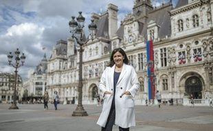 Portrait de la maire de la ville de Paris et candidate a sa réélection, Anne Hidalgo, sur le pont d'Arcole, a Paris