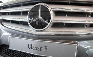 L'Etat français peut-il continuer à empêcher l'immatriculation de certains modèles Mercedes, en s'abritant derrière une loi européenne? Le Conseil d'Etat doit trancher mardi ce contentieux qui oppose Paris et Berlin dans le secteur automobile.