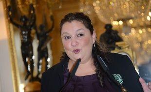 Zahia Ziouani, lors de la remise des insignes d'officier de l'ordre des Arts et des Lettres en 2014.