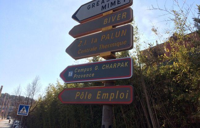 A Gardanne, les panneaux de direction sont gris.