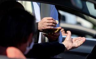 Une messe en drive-in, organisée ici sur un parking de Chalons en Champagne, le 17 mai dernier.