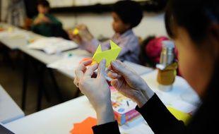 Illustration d'un atelier origami pour les enfants.
