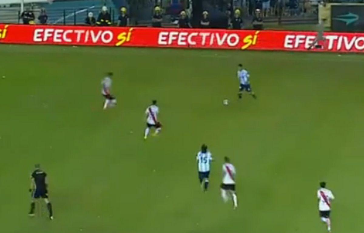 Un supposé fantôme des stades lors d'un match entre le Racing et River Plate, en Argentine. – Capture d'écran