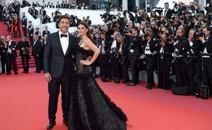 Javier Bardem et Penélope Cruz monte les marches à Cannes, le 8 mai 2018