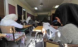 Des élèves voilées en cours dans une école de Toulouse le 11 mai 2011.