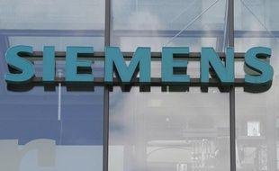 Le logo de Siemens sur une usine à Berlin