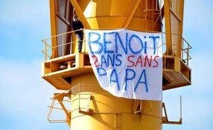 Un homme s'est retranché vendredi matin en haut d'une grue géante située sur les anciens chantiers navals de Nantes, pour un problème de garde d'enfant, et des forces spéciales du GIPN et du GRIMP étaient sur place, a constaté l'AFP.