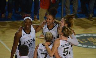 Clarissa Dos Santos , Marième Badiane, Michelle Plouffe et les Lionnes ont survolé le cinquième match de la finale, jeudi contre Lattes-Montpellier.