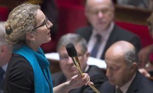 """La ministre de l'Ecologie Delphine Batho a déploré dimanche le feu vert de Bruxelles au retour des farines animales pour nourrir les poissons, et appelé à la création d'un label """"sans farine animale"""" pour informer les consommateurs."""