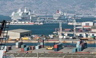 Les navires de la SNCM (ici le Napoléon Bonaparte) sont bloqués à Marseille et en Corse.