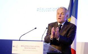 """Jean-Marc Ayrault a assuré vendredi devant le Conseil national éducation économie (CNEE) qu'il ne faisait """"pas de cadeaux aux patrons"""", mais essayait plutôt """"d'aider les entreprises""""."""