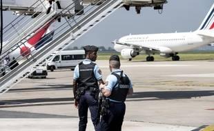 Les gendarmes sont en charge de la sûreté des aéroports « côté piste ».