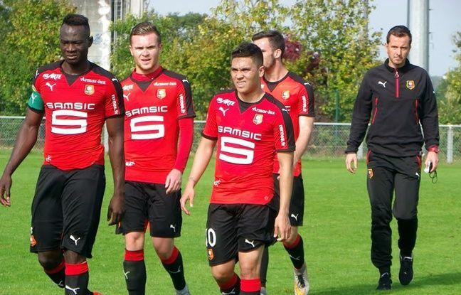 Julien Stéphan (à droite), ici lors d'un match amical entre la réserve du SRFC et celle du FC Nantes, en octobre 2015.