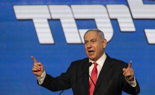 Le Premier ministre israélien, Benyamin Netanyahou, devant ses partisans après la fermeture des bureaux de vote, à Jérusalem le 24 mars 2021.