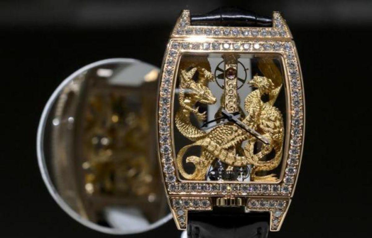 Une montre de l'horloger suisse Corum, racheté par le groupe chinois Citychamp Watch & Jewellery Group Limited, exposée le 18 mars 2015 au salon BaselWorld, en Suisse – Fabrice Coffrini AFP