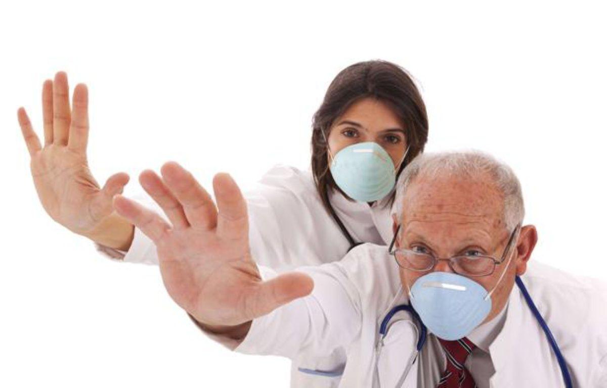 Le port du masque empêche la propagation des microbes. – SUPERSTOCK / SIPA