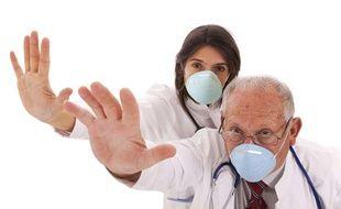 Le port du masque empêche la propagation des microbes.