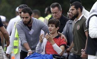 Zaid Mustafa, 13 ans, assiste le 20 mars 2019 aux funérailles de son père Khalid et de son frère Hamza, tous les deux tués dans les attentats de Christchurch. Lui-même a été blessé dans la fusillade.