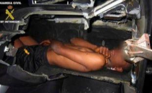 Un migrant de 12 ans a été découvert dans le tableau de bord d'une voiture, dans l'enclave espagnole de Melilla.