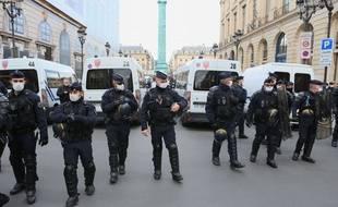Des policiers à Paris, le 10 octobre 2020.