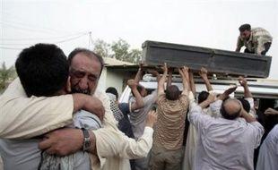 Les affrontements avec les miliciens chiites ont commencé à la fin du mois de mars dans le grand port de Bassorah (sud) avant de s'étendre dans les villes chiites du sud du pays. Ils se sont concentrés ces dernières semaines à Sadr City. Ces violences ont fait plus de 900 morts en avril dans ce quartier où vivent plus de deux millions d'habitants, selon des sources officielles irakiennes.