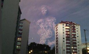 Etrange apparition dans le nuage de cendres du volcan chilien
