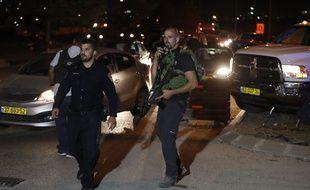 Des membres des forces spéciales israélienne patrouillent à Ramallah, en Cisjordanie après une attaque au couteau, le 26 juillet 2018.