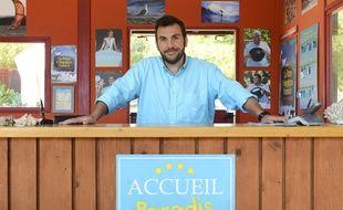 Laurent Ournac dans Camping Paradis.