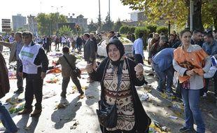 Une femme en pleurs après l'attentat meurtrier d'Ankara, le 9 octobre 2015