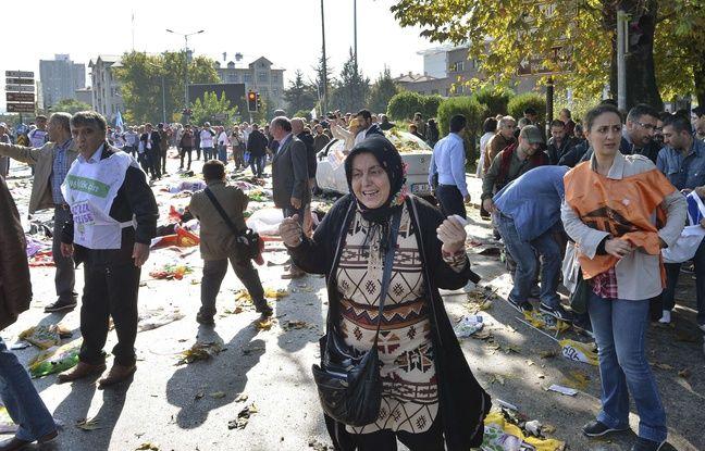 Une femme en pleurs aprs l'attentat meurtrier d'Ankara, le 9 octobre 2015
