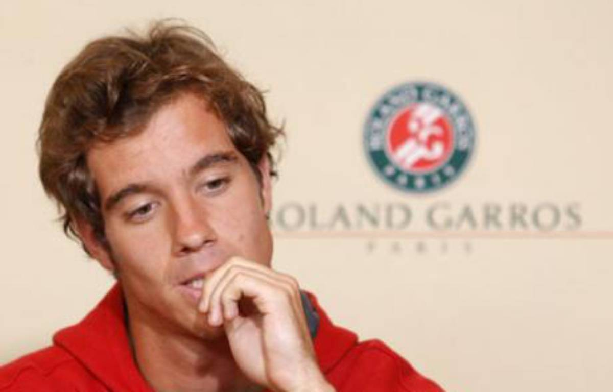 Richard Gasquet of France holds a news conference after he withdrew from the French Open tennis tournament at Roland Garros in Paris May 26, 2008.  REUTERS/Benoit Tessier     (FRANCE) – REUTERS/Benoit Tessier