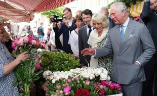 Le prince Charles et Camilla, mercredi matin, sur le marché du Vieux-Nice.