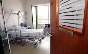 """La quasi totalité (94%) des Français se déclare favorable à une loi autorisant l'euthanasie, 36% d'entre eux estimant qu'elle devrait s'appliquer à toutes les personnes """"atteintes de maladies insupportables et incurables"""", selon un sondage Ifop pour Sud-Ouest Dimanche."""