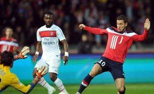 La victoire lilloise dimanche face au Paris SG a changé la donne en tête du championnat: alors que le leader Montpellier reçoit Evian-Thonon mardi, le PSG doit absolument battre Saint-Etienne mercredi pour croire encore au titre, et surtout éviter le retour du Losc, qui se déplace à Nice.